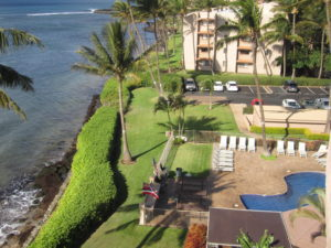 Pool and beach view of Maui Island Sands Resort.